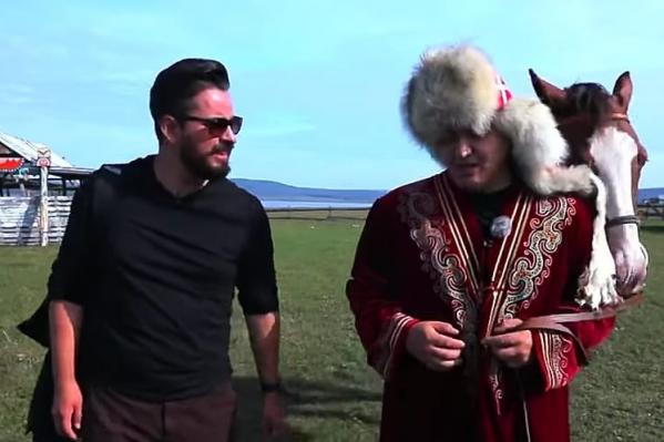 Сам Идельбаев тоже появился в этом фильме, еще на правахруководителя центра развития туризма
