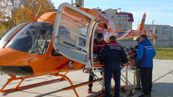 В Екатеринбург на вертолете доставили беременную пациентку в тяжелом состоянии