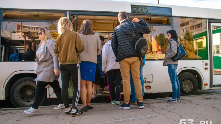 «Студенты впихиваются в салон с разбега»: самарцы пожаловались на недостаток автобусов №24