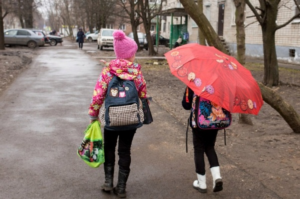 На уловки мошенницы попались две девочки