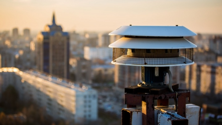 Видео: в центре Новосибирска завыли сирены