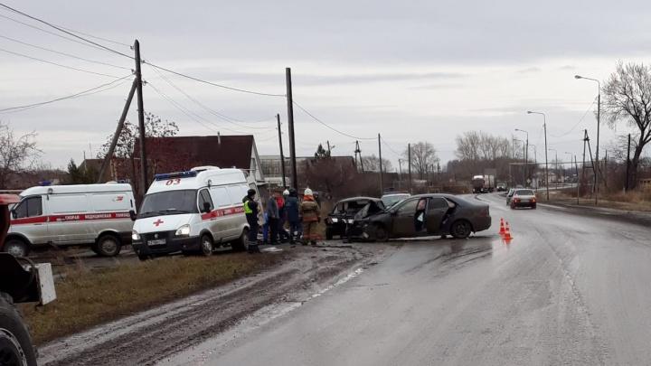 Вылетела на встречку: в Богдановиче столкнулись Honda и ВАЗ, шесть человек госпитализированы