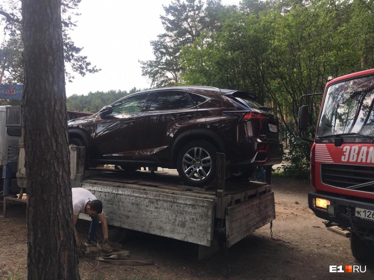 Машины увезли из парка 14 авгутса
