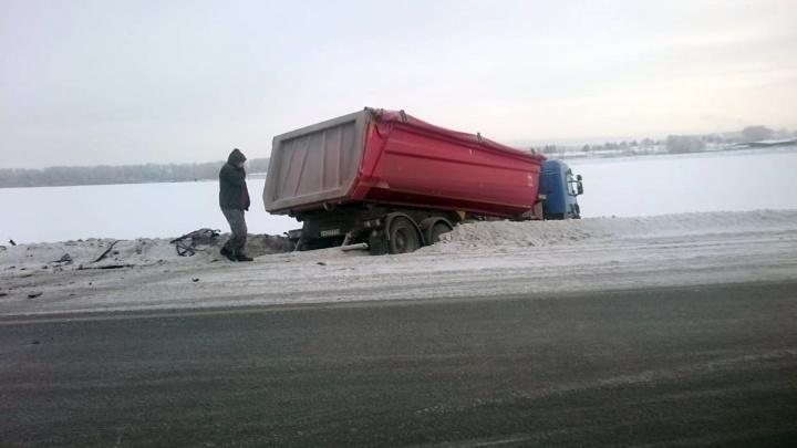 Тройная авария на трассе под Новосибирском: погиб один человек, пострадал ребёнок