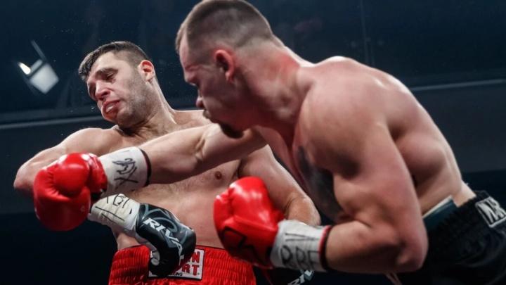 Российский боец одолел украинца на турнире легендарного боксера Роя Джонса в Екатеринбурге