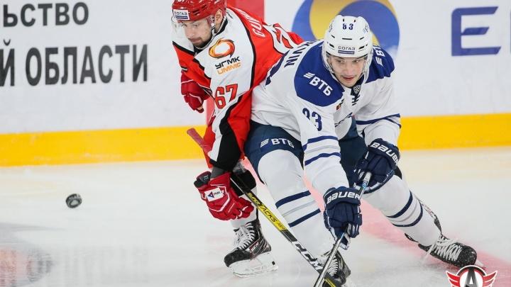 Вели в счёте, но сдали: «Автомобилист» во второй раз в сезоне крупно проиграл московскому «Динамо»