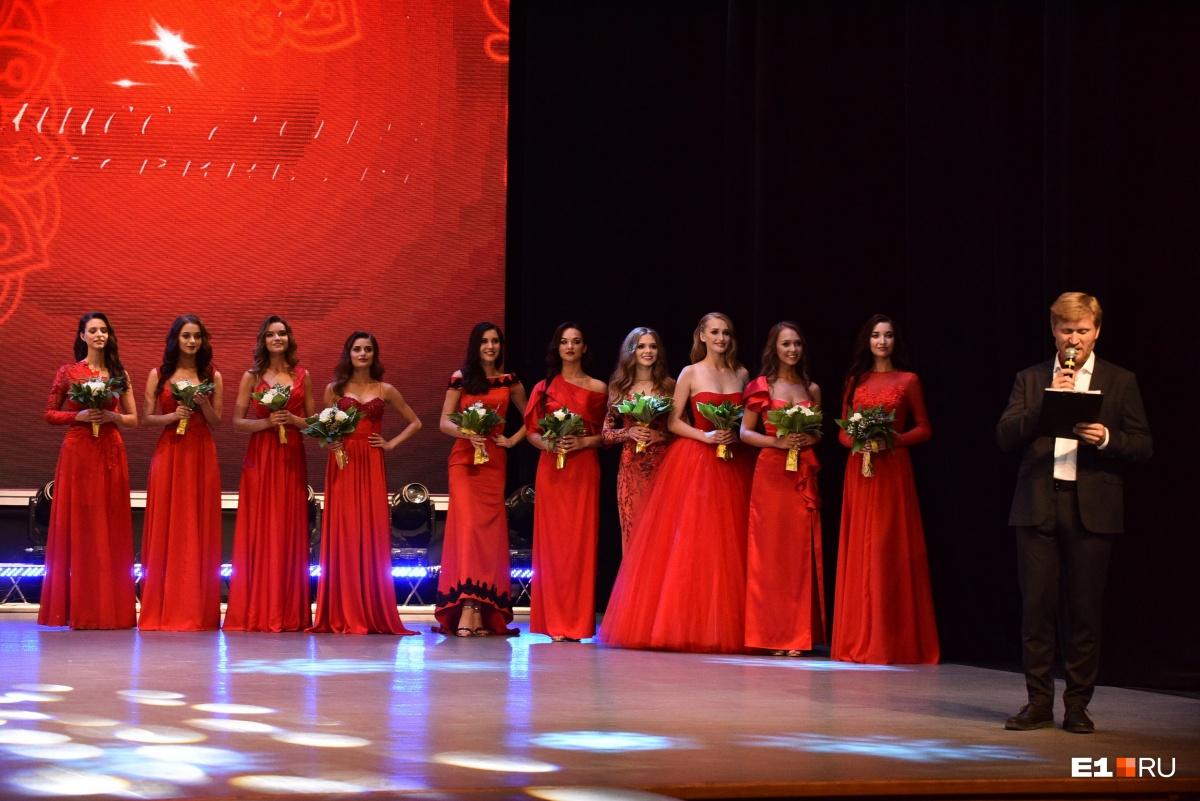В красных платьях — десятка финалисток