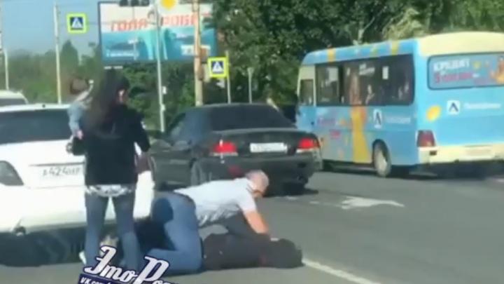 В Ростове на дороге подрались водители