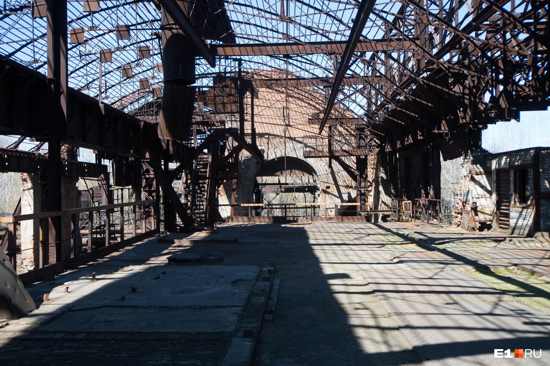Мартеновский цех построен в духе промышленного классицизма