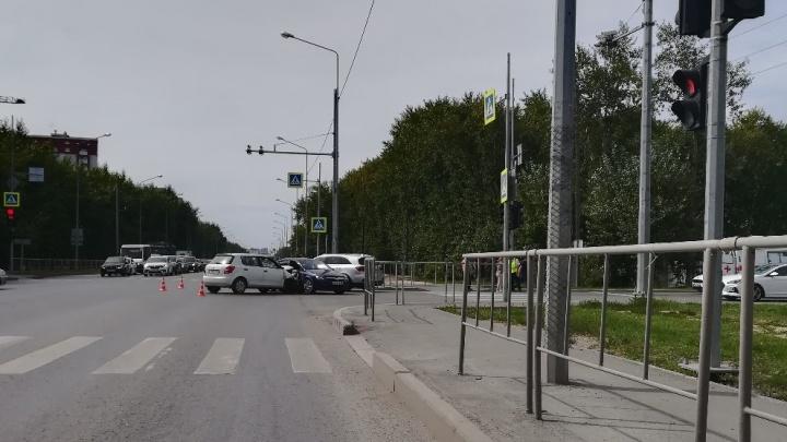 На Щербакова из-за водителя, не пропустившего встречное авто, пострадали три человека