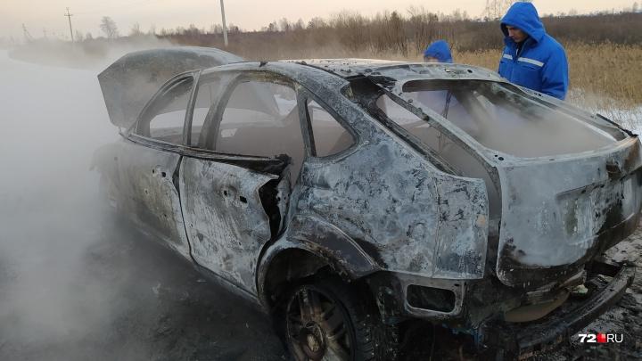 Рассказываем, кто владелец сгоревшего на тюменской объездной авто, в котором нашли тело мужчины