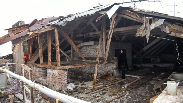 «А воз и ныне там»: неделю жители ростовской хрущевки, на которую упала стена высотки, ждут ремонта