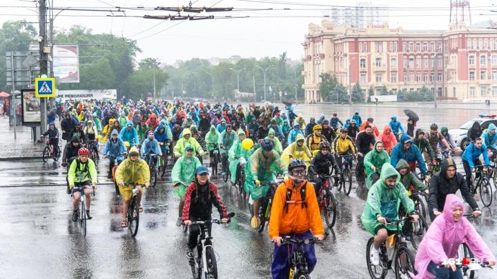 Дождь не помеха: в Ростове прошел массовый велопарад