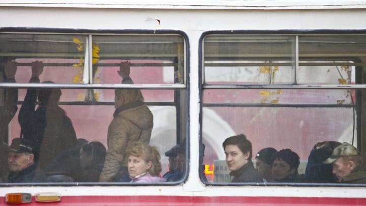 Жителей Калининского района оставили без трамваев на два дня