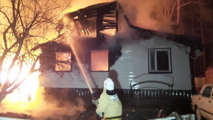 На Чусовском тракте из-за дачников, которые неудачно открыли сезон, сгорели три дома