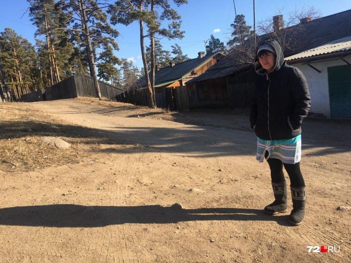 Мать Романа Ковалёва призналась: она старается не читать о трагедии в интернете, потому что не может сдержать слез