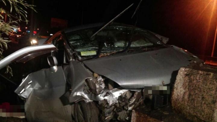 Уфимец за рулём минивэна погиб,  врезавшись в столб
