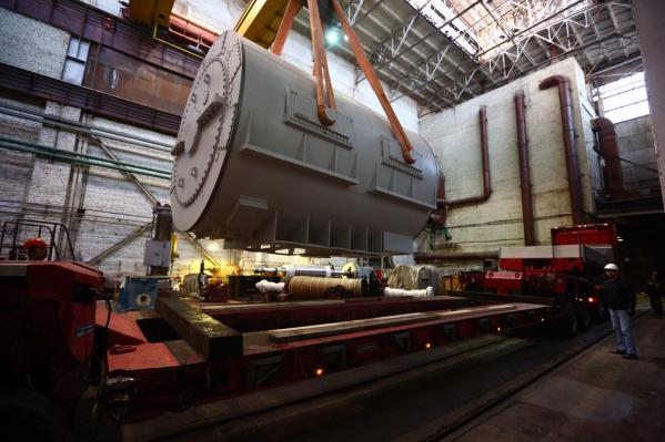Оборудование массой более 100 тонн повезут на специальном трале