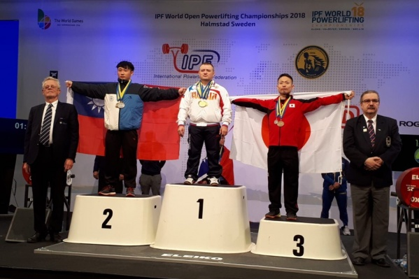 Сергей Федосиенко поднял почти на 70 килограмм больше, чем его конкурент из Тайваня