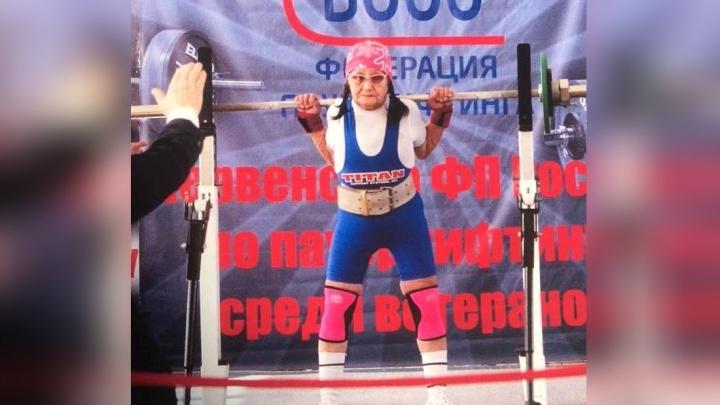 74-летняя пенсионерка из Красноярска подняла 80-килограммовую штангу и стала чемпионкой России