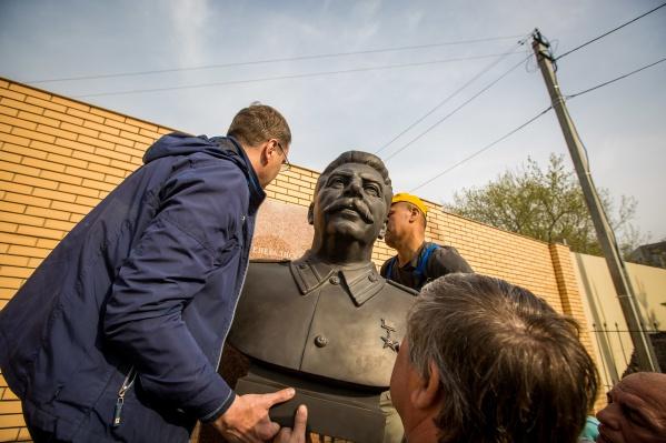 В начале мая Новосибирск мелькал в новостях не только как город с «Монстрацией», но и как город, в котором всё-таки поставили памятник Сталину