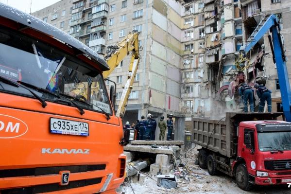 В результате взрыва 31 декабря обрушились два подъезда и погибли 39 человек, в том числе шестеро детей