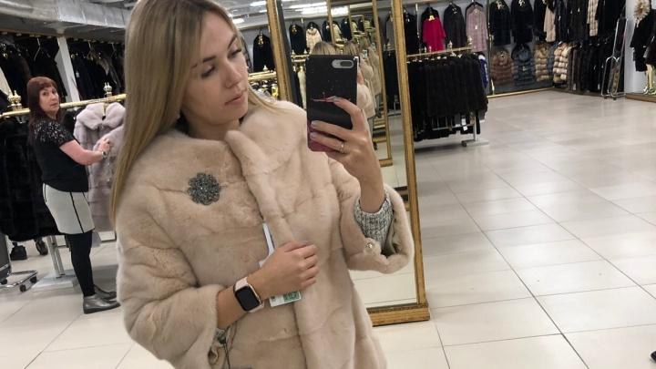 40-летняя женщина украла шубу из кафе в центре Ярославля