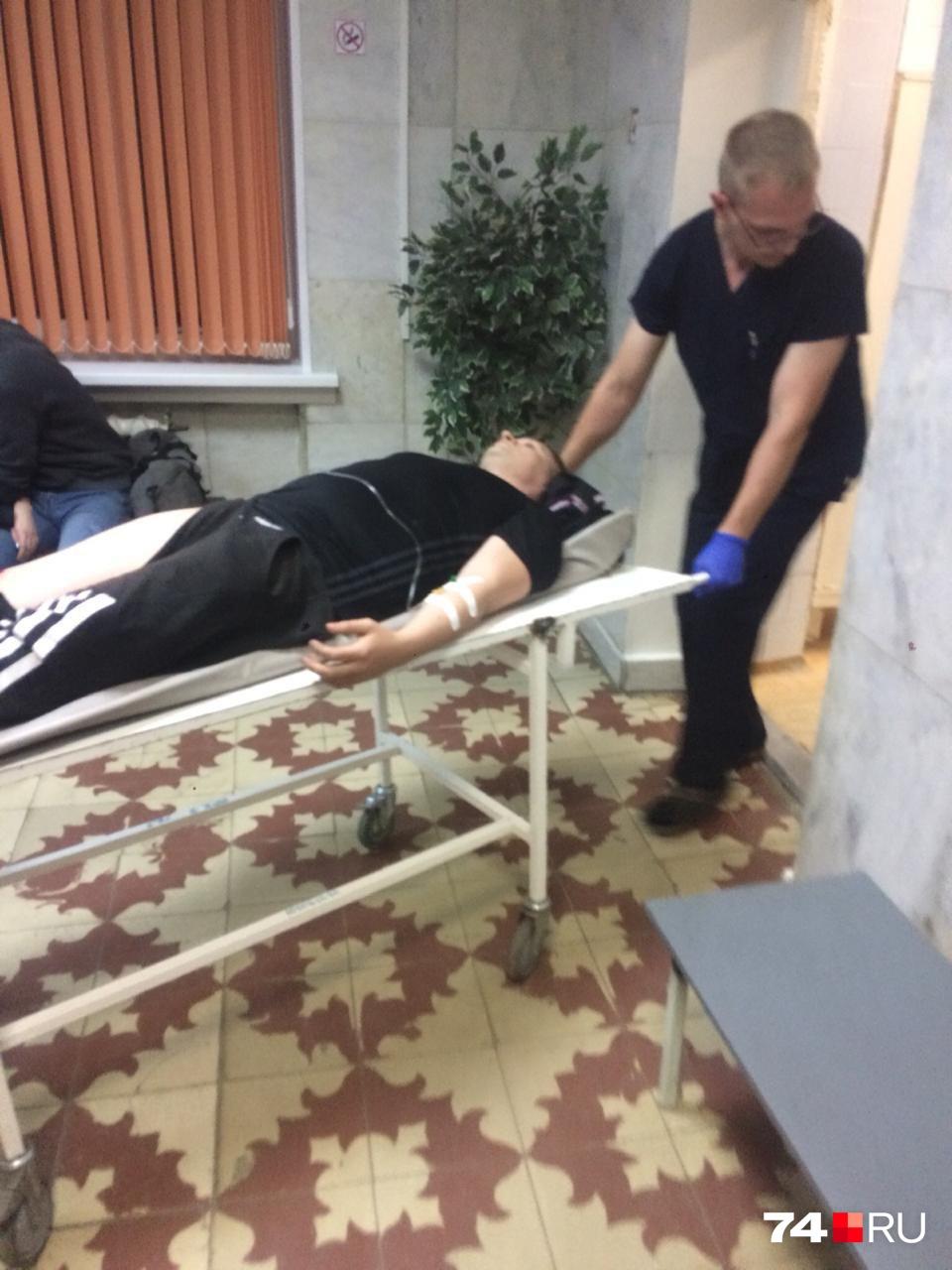 С места ДТП с сильнейшей болью мотоциклиста увезли в больницу