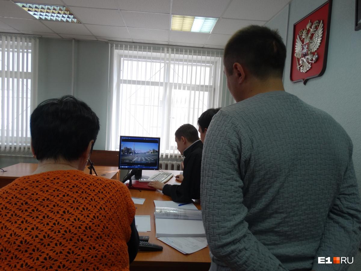 В Екатеринбурге наказали силовика, который устроил серьезную аварию, когда гнал на тревожный вызов