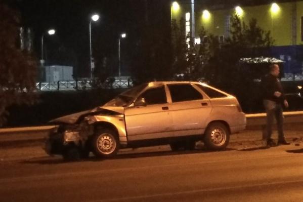 По словам очевидцев, машина неслась со скоростью больше 100 километров в час