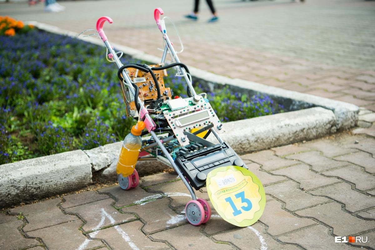 И их высокотехнологичная коляска
