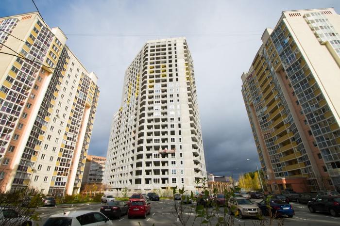 Строители уже начали остекление жилого комплекса
