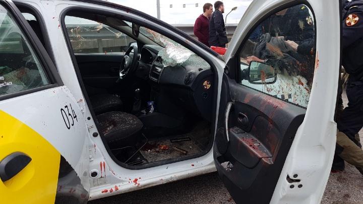 «Это чудовищно». Сервис «Яндекс.Такси» заблокировал мужчину, набросившегося с ножом на их водителя