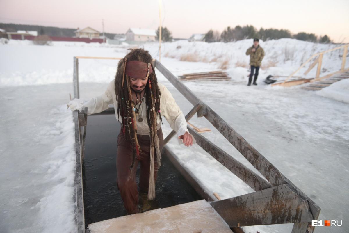 Зайти в ледяную воду непросто