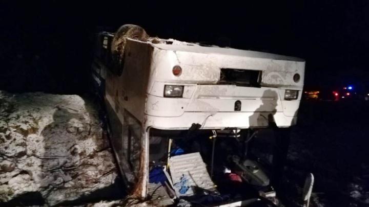Водитель перевернувшегося в Саргатском районе автобуса назвал следователям причину аварии