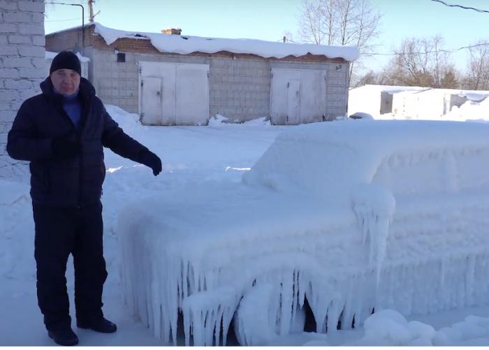 Залитая водой машина простояла на сильном морозе три дня