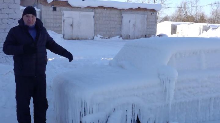Новосибирские блогеры превратили «Жигули» в сосульку