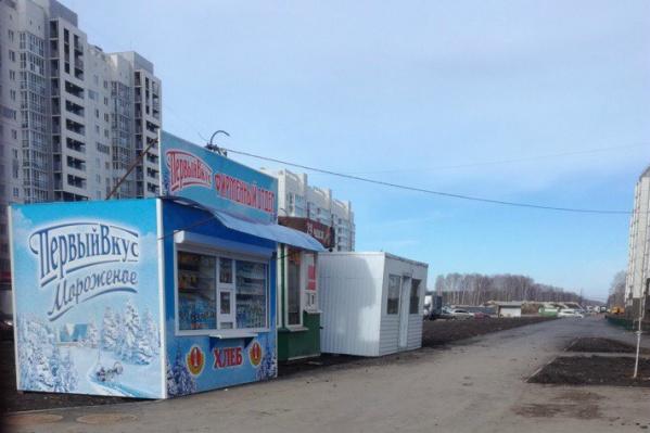 Челябинцы утверждают, что ларьки в «Парковом» грозят ДТП и крадут электричество