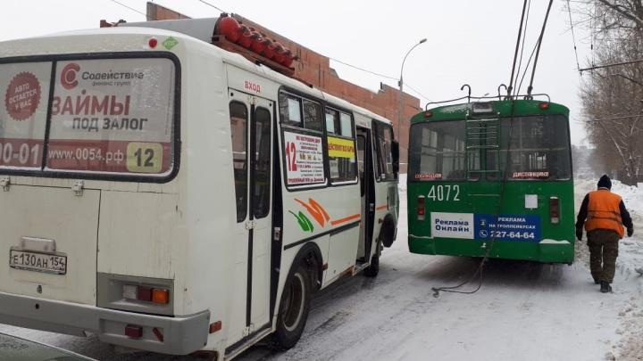 «У троллейбасика оторвало ноги» — в него въехал автобус на Аникина