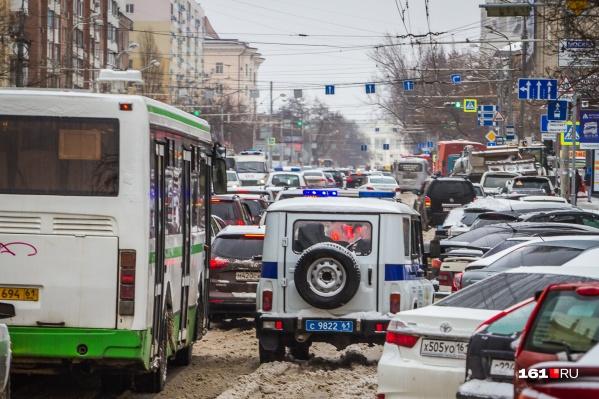 До отказа забитые дороги — вечная беда Суворовского