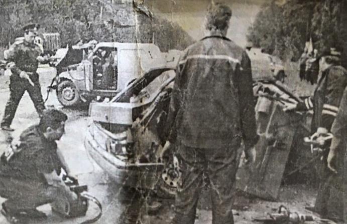 Сергей хранит газетную вырезку о ДТП, в котором погиб его отец