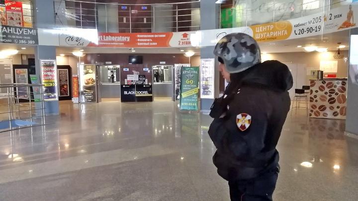 «Будем коротки с Вами»: в Омске эвакуировали десятки зданий из-за массовой рассылки писем