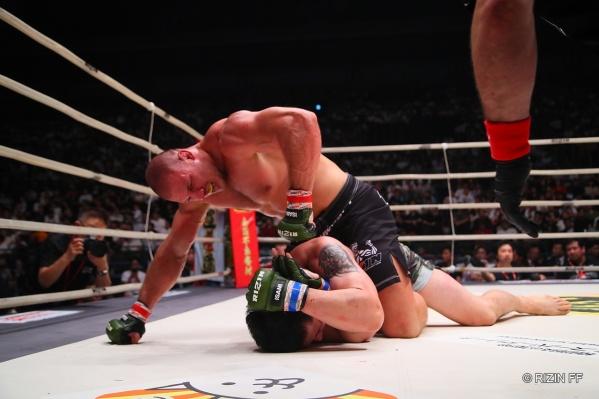 Иван Штырков дебютировал в Японии, мощно отправив соперника в нокаут
