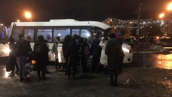 На скандальном маршруте №500 Рыбинск — Ярославль пустили дополнительные автобусы