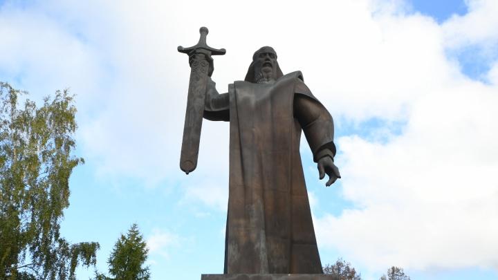Мэрия Екатеринбурга ищет подрядчика, который огородит площадь Обороны