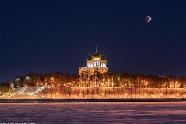 Фотограф снял затмение с Тверицкой набережной