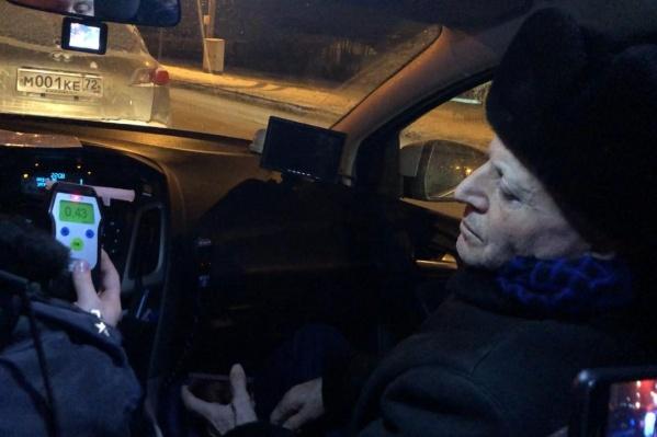 Мужчину и раньше ловили пьяным за рулем, но он упорно игнорирует предупреждения дорожных инспекторов