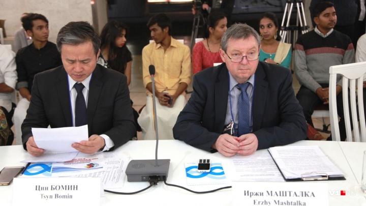 «Пора что-то делать»: в Волгограде 20 стран написали письмо в ООН о мировых угрозах