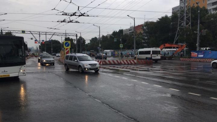 Перекресток на Московском шоссе — Ново-Вокзальной перекрыли в сторону выезда из города