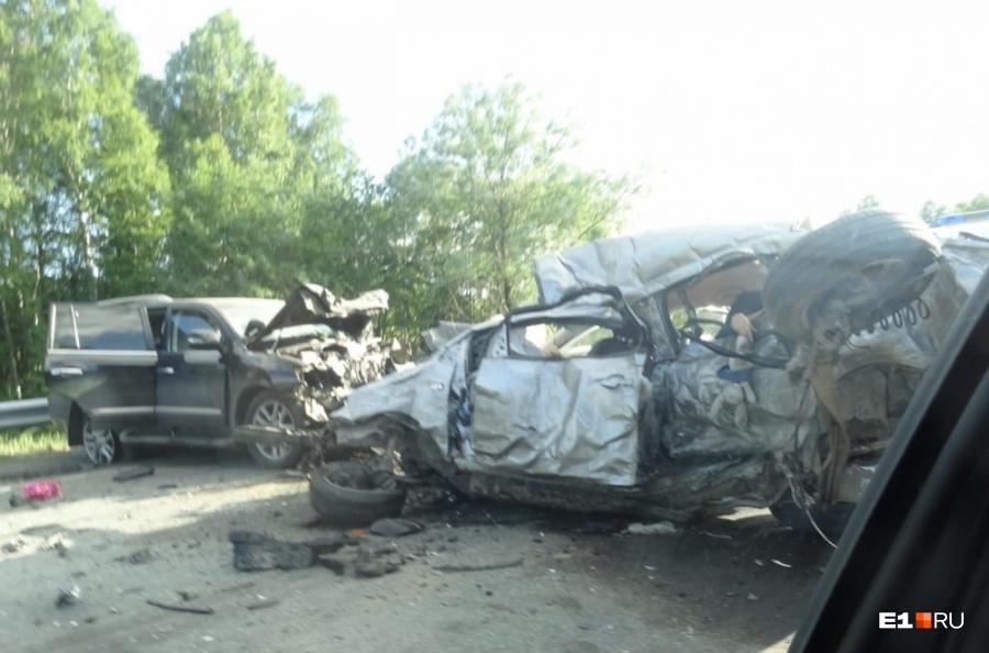 Крупная авария натрассе Екатеринбург— Пермь: есть жертвы ипострадавшие